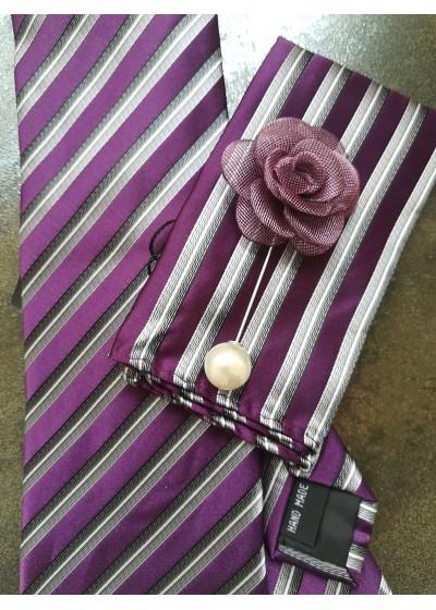 Модерна вратовръзка за младоженец, кърпичка, бутониера и ръкавели в лилаво, бяло и сребърно