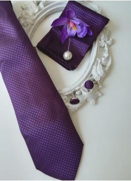 Елегантен комплект за младоженец вратовръзка бутониера кърпичка и ръкавели Purple Passion