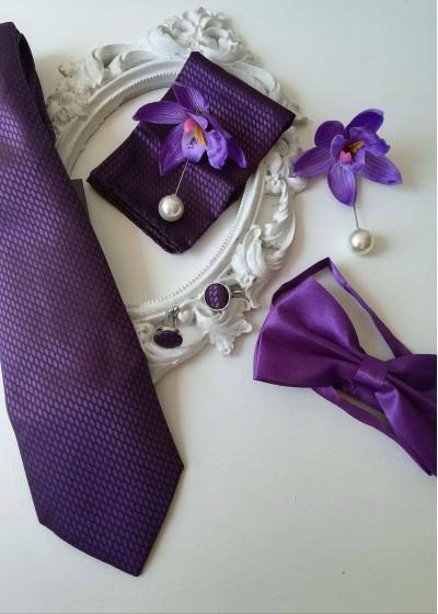 Комплект за младоженец и кум вратовръзка, папийонка, бутониери, кърпичка и ръкавели тъмно лилаво Purple Passion
