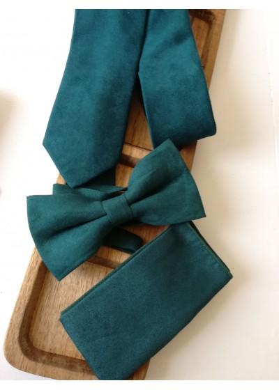 Изискан сватбен комплект вратовръзка, папийонка и кърпичка за сако от велур в тъмно зелено