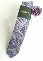 Дизайнерска мъжка вратовръзка в сиво лилаво в комплект с бутониера