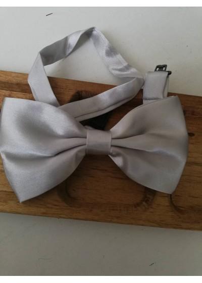 Папийонка за младоженец в светло сиво