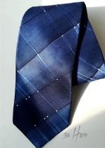 Елегантна вратовръзка за сватба с геометрични мотиви в тъмно и кралско синьо