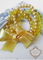 Блестящ и красив комплект гривни от Сваровски кристали и стъклени перли в цвят жълто