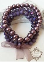 Дискретен и нежен комплект гривни от Сваровски кристали и стъклени перли в цвят лилаво