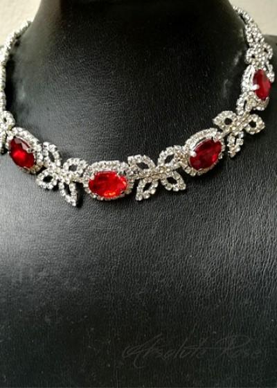 Колие с кристали в черени нюанси- Ruby Red Rose