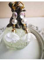 Обици за сватба с цветя, Сваровски кристали и перли в бяло White Lilly