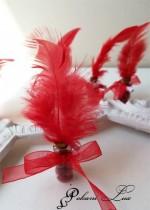 Сувенири за гости на бал шишенце в червено с перо над 20 бр