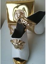 Луксозен комплект чанта и обувки за булка в бяло и златно модел Versace Gorgon Gold