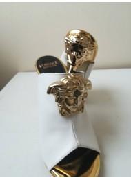 Супер ефектни булчински обувки висок ток в бяло и златно модел Versace Gorgon