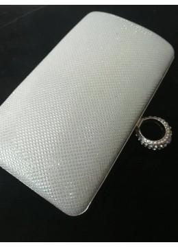 Луксозна чантичка цвят бяла перла