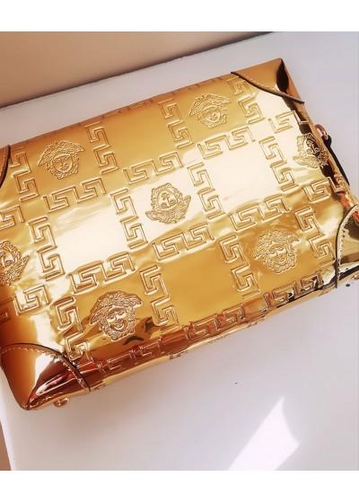 Стилна дамска чанта в златно модел Gorgon Gold