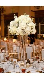 Налични модели булчински букети, жартиери и аксесоари и декорация за сватбения прием